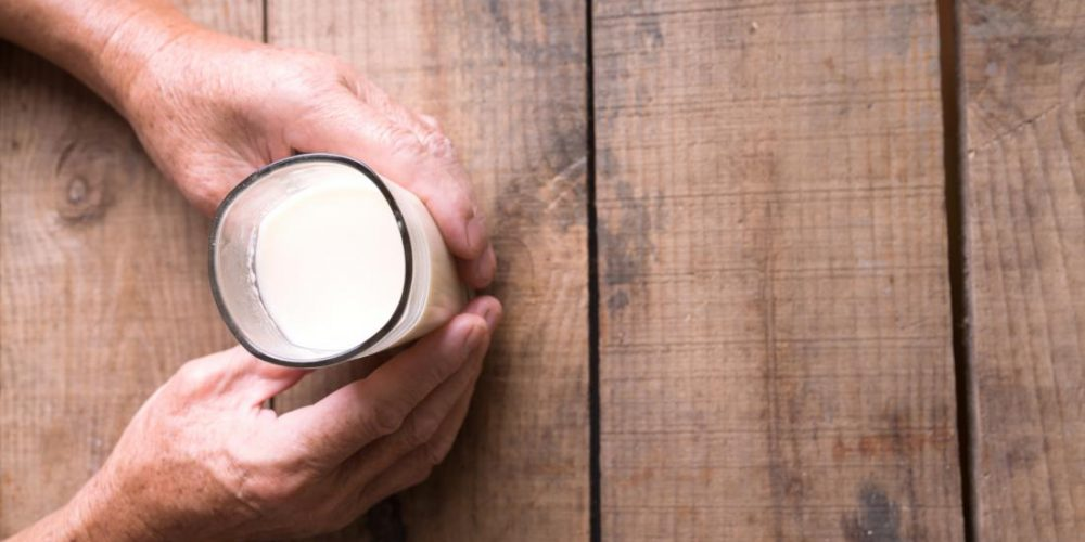 Almond milk vs. soy milk: Which is better?