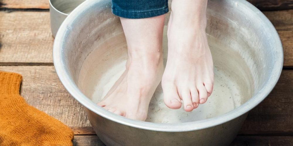 Benefits of soaking your feet in vinegar