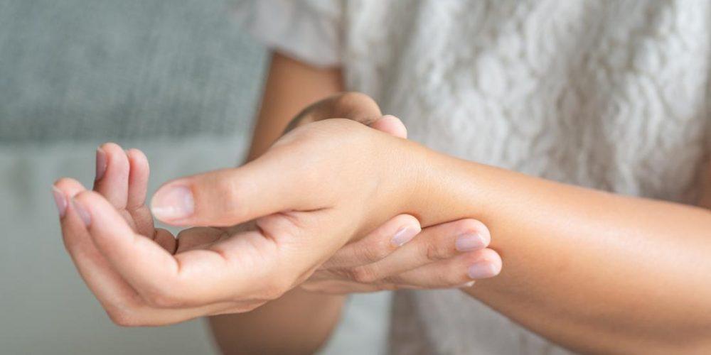 Swelling in rheumatoid arthritis and where it occurs