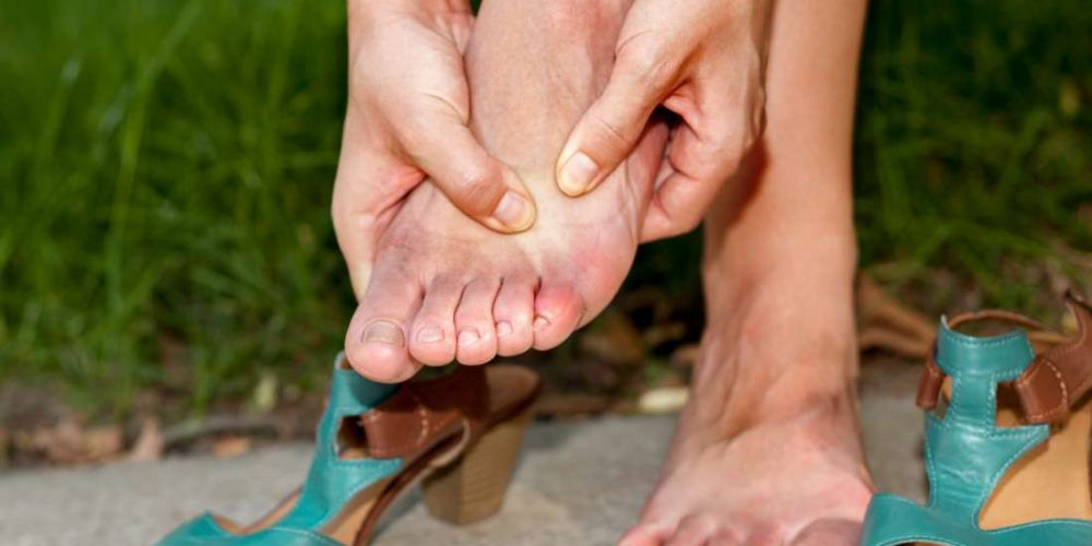What can cause toe swelling?