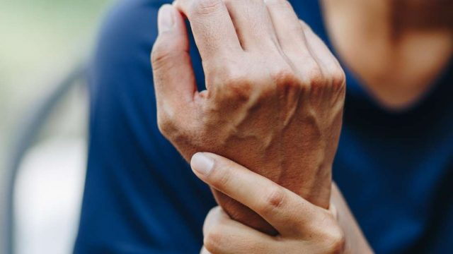 How can diabetes cause joint pain?