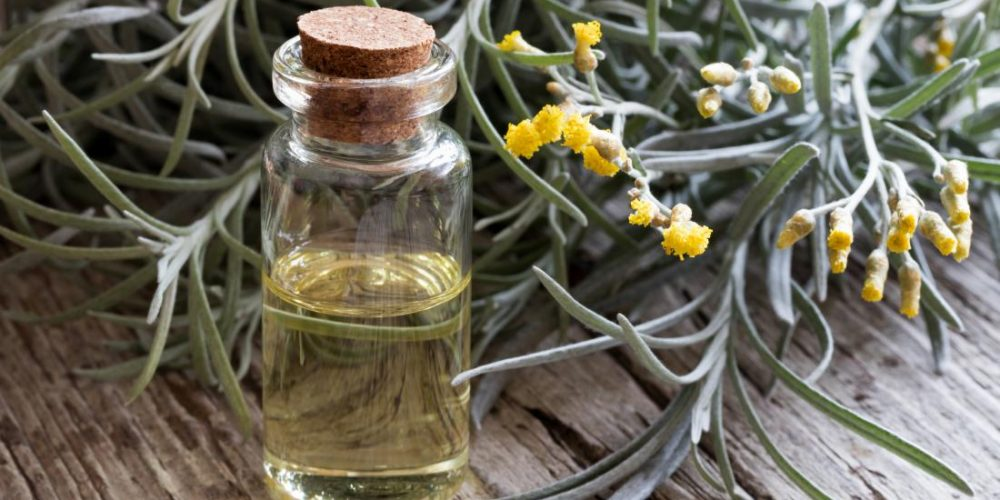 What are the benefits of helichrysum essential oil?