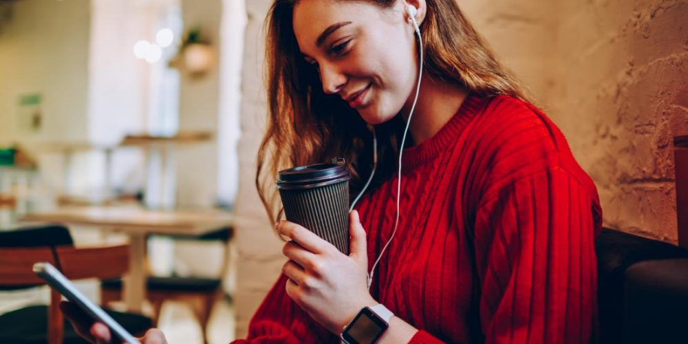 Listening and reading evoke almost identical brain activity